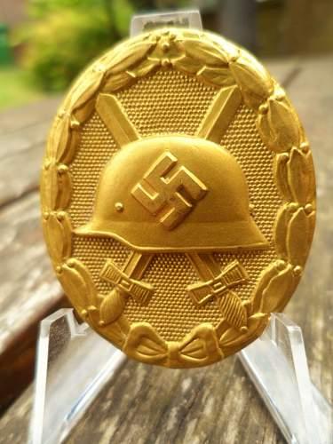 Verwundetenabzeichen in Gold Cased