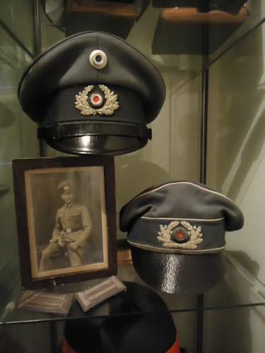1934....new insignia and a new officers cap.