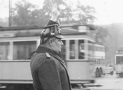 Click image for larger version.  Name:908052593-shako-friedrichstrasse-traffic-police-weimar-republic.jpg Views:1 Size:86.3 KB ID:1153054