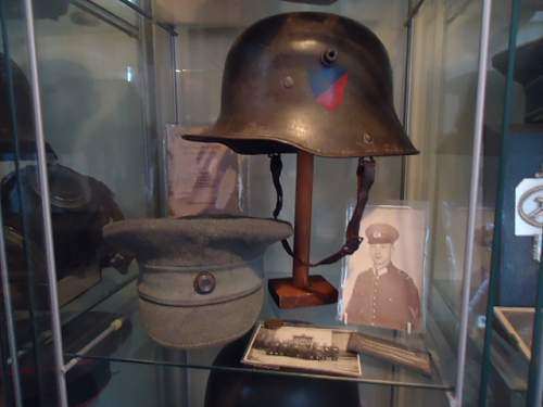 Infantry Regiment 16 Headgear