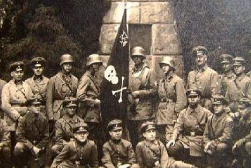 Freikorps & Paramilitary Weimar Headgear in Period Photographs