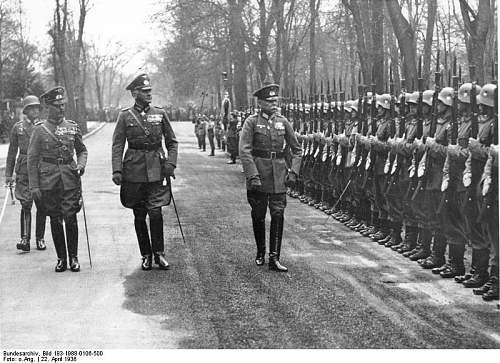 Click image for larger version.  Name:Bundesarchiv_Bild_183-1988-0106-500,_Generaloberst_Hans_von_Seeckt_-_70__Geburtstag.jpg Views:106 Size:92.2 KB ID:666114