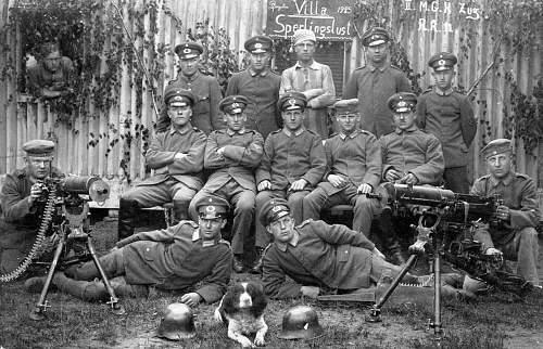 Click image for larger version.  Name:1925 II. M.G.H. Zug 11. Reiter-Regiment. Reichswehr Soldaten mit Maschinengewehren und Stahlhelm.jpg Views:915 Size:225.8 KB ID:703576