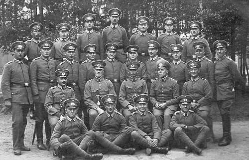Click image for larger version.  Name:1925 - Juni-Juli - Offiziere und Unteroffiziere der 13. (Minenwerfer) Kompanie des 14. Badisches.jpg Views:843 Size:245.8 KB ID:703581