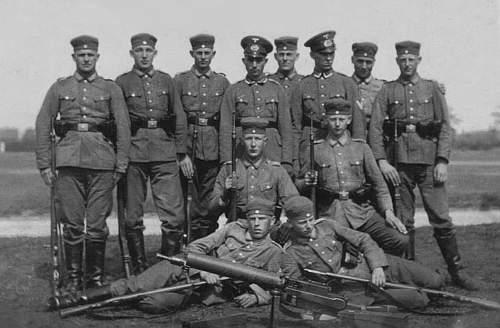 Click image for larger version.  Name:1934-5 - 16. Mai - Soldaten 9. Gruppe, 9. Kompanie. Ausbildung. Übung am Schwerem МG..jpg Views:463 Size:136.2 KB ID:704403