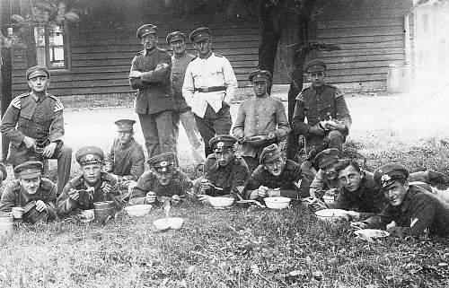 Click image for larger version.  Name:1927 - September - Feldmanöver in Sennelager bei Paderborn. Reichswehr Soldaten bezeichnet .jpg Views:599 Size:238.7 KB ID:705239