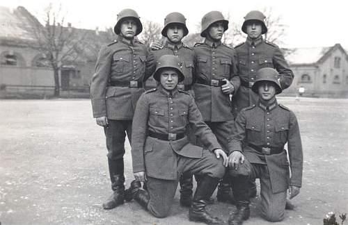 Click image for larger version.  Name:1934-6 Kaserne Ludwigsburg bei Stuttgart Wehrmacht Soldaten mit Helm.jpg Views:168 Size:119.2 KB ID:709441