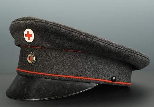 Click image for larger version.  Name:casquette-d-officier-de-la-croix-rouge-allemande_2.jpg Views:54 Size:63.8 KB ID:798250