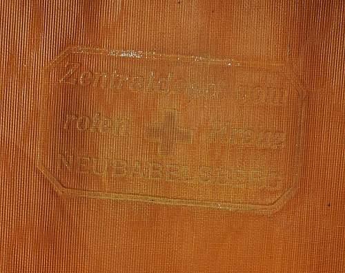 Click image for larger version.  Name:casquette-d-officier-de-la-croix-rouge-allemande_5.jpg Views:53 Size:123.2 KB ID:798253
