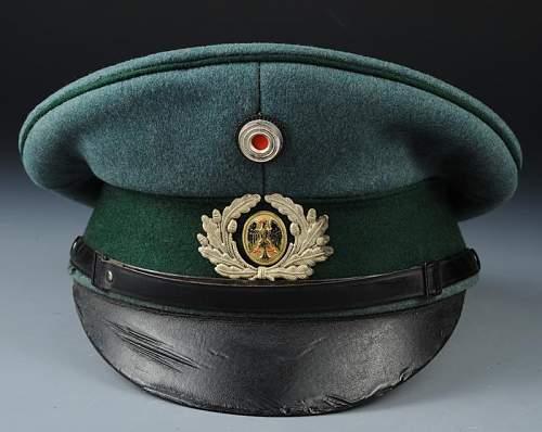 Click image for larger version.  Name:casquette-de-sous-officier-d-administration-de-weimar_2.jpg Views:77 Size:64.3 KB ID:798264