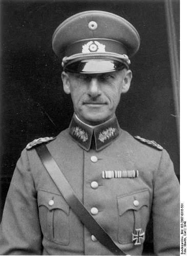 Click image for larger version.  Name:Bundesarchiv_Bild_183-2007-0316-501,_Wilhelm_Ritter_von_Leeb.jpg Views:116 Size:61.9 KB ID:885672