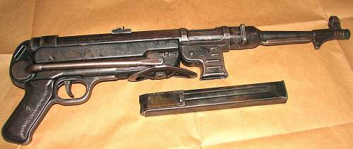 Deactivated Mp40 machine-pistol