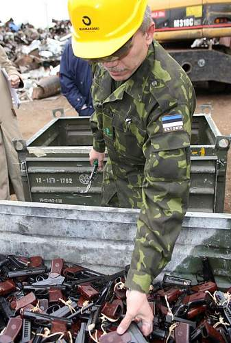 Click image for larger version.  Name:Russian weapons destroyed by Estonian customs.jpg Views:601 Size:86.4 KB ID:13453
