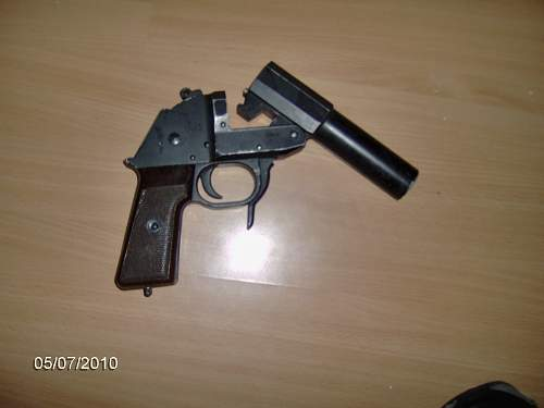 Click image for larger version.  Name:flare gun 2.jpg Views:4038 Size:118.6 KB ID:157602