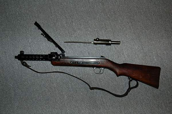 Click image for larger version.  Name:800px-Mp34_submachine_gun.jpg Views:86 Size:117.6 KB ID:17871