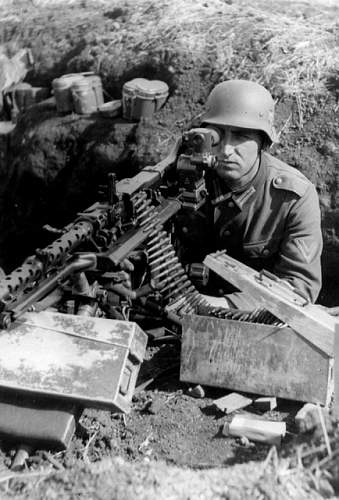 Click image for larger version.  Name:MG34%20position%20in%20trench.jpg Views:228 Size:172.7 KB ID:21202