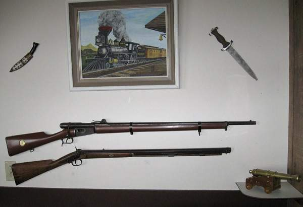 Click image for larger version.  Name:old rifles.jpg Views:278 Size:65.5 KB ID:25128