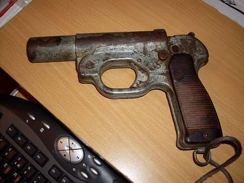 Click image for larger version.  Name:Flare gun LP42 002.jpg Views:398 Size:88.6 KB ID:318079