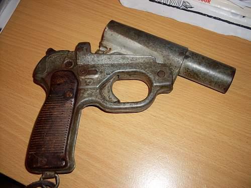 German LP 42 flare pistol