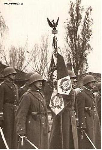 Click image for larger version.  Name:Polish officers with small holster 4 (what kind).jpg Views:111 Size:59.1 KB ID:401490