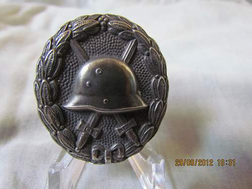 Click image for larger version.  Name:WW1 Silver wound badge (3).jpg Views:115 Size:130.5 KB ID:403554