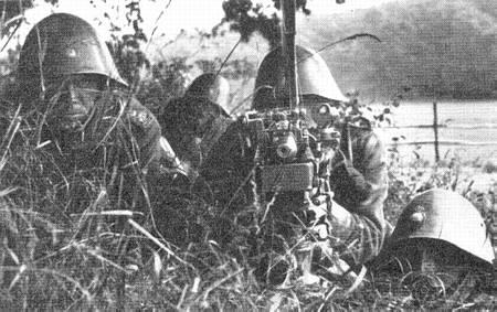 Name:  Livgarden 1932_Maskingevær gruppe i stilling.jpg Views: 658 Size:  32.9 KB