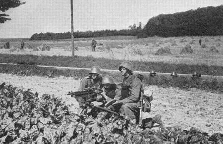 Name:  Maskingeværgruppe i stilling. Livgarden, 1932..jpg Views: 565 Size:  30.0 KB