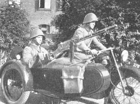 Name:  Nimbus motorcykel, med rekylgeværbevæbnet sidevogn..jpg Views: 1161 Size:  33.1 KB