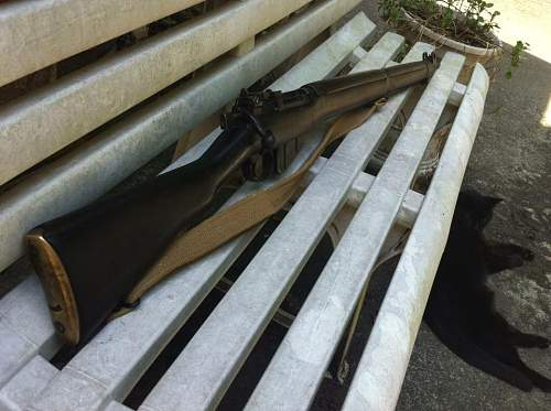 Click image for larger version.  Name:Enfield no4 on bench.jpg Views:74 Size:89.9 KB ID:607669