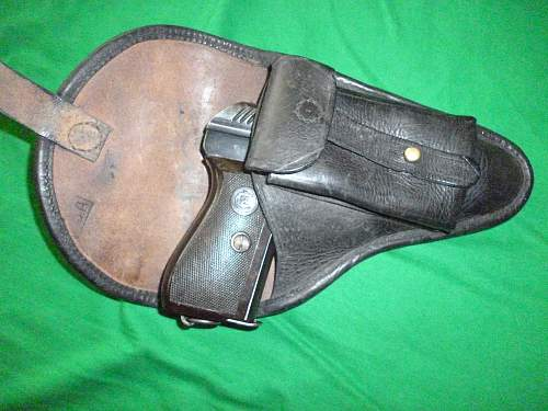 Click image for larger version.  Name:prewar Czech issue holster with vz.24 pistol inside.jpg Views:226 Size:256.2 KB ID:625415