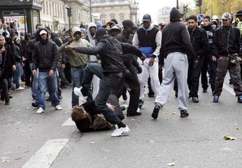 Click image for larger version.  Name:Welcome to Paris 2009.jpg Views:643 Size:67.9 KB ID:77865