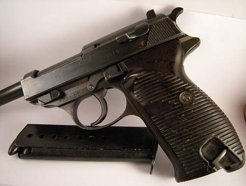 Click image for larger version.  Name:Walther P38 ac42 matching numbers 1261 b.jpg Views:286 Size:317.7 KB ID:786469