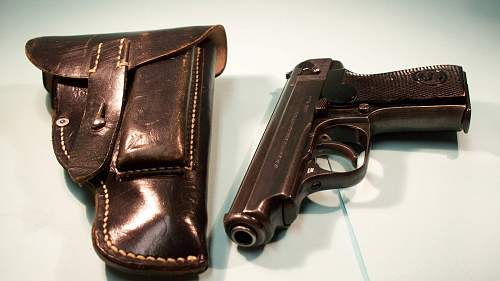Click image for larger version.  Name:11111 SAUER HOLSTERS 025.jpg Views:364 Size:149.7 KB ID:84339
