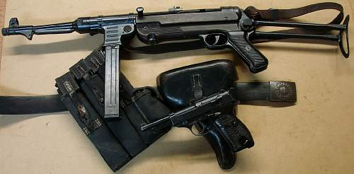 Click image for larger version.  Name:P.38 code ac42 pistol and MP40 with 44 dated P.38 holster.jpg Views:8154 Size:114.8 KB ID:84541