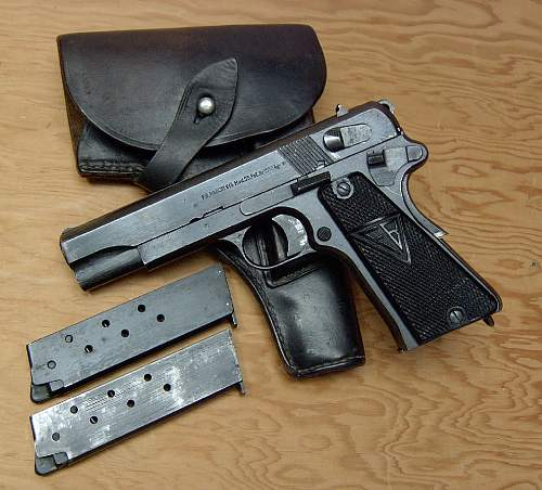 Click image for larger version.  Name:Radom pistol with holster and magazines..jpg Views:248 Size:114.8 KB ID:84751