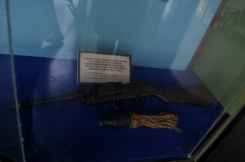 Indonesian made weapons in 1945 - 1949