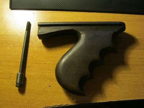 Thompson 1928 vertical grip help needed!