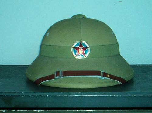 Chinese / PLA  sun helmet with badge