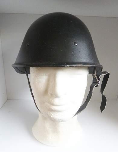 Dutch KNIL  helmet postwar reissue ?