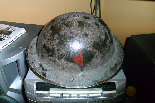 IDENTIFY MY  dough boy helmet, not sure if its wwI or early wwII, dimond painted on side, half red