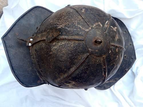 My ORIGINAL English Civil war helmet.Lobster-tailed pot helmet (zischagge)