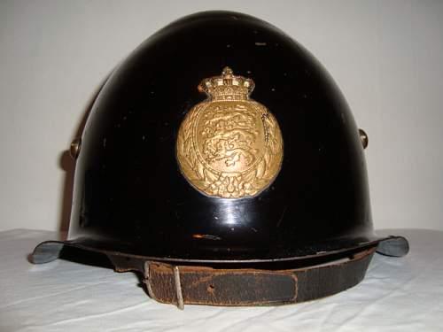 Click image for larger version.  Name:DANISH POLICE HELMET 036.JPG Views:43 Size:133.7 KB ID:582522
