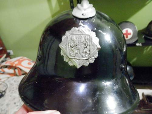 What is the history of this Czech helmet? And is it military or civilian use?