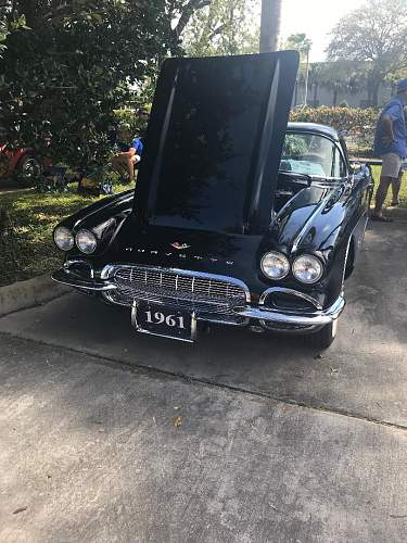 Antique Corvette car show