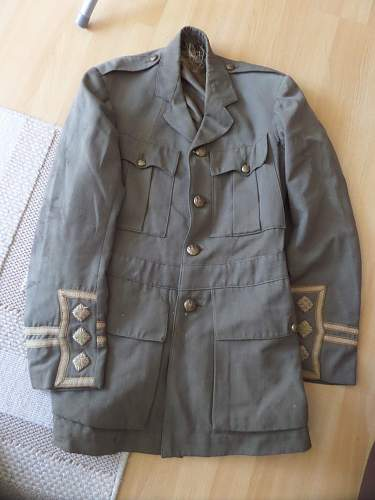 Click image for larger version.  Name:WWI Capt Tunic found in a dump.jpg Views:6 Size:204.8 KB ID:1002026