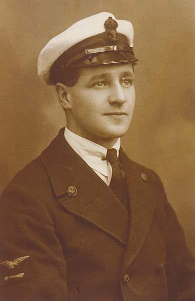 Click image for larger version.  Name:Great Uncle Dennis Stevenson. RNAS July 1918..jpg Views:441 Size:131.0 KB ID:21837