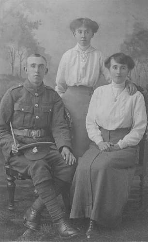 Click image for larger version.  Name:Soldier West Riding Regiment & Family.jpg Views:191 Size:50.3 KB ID:250974