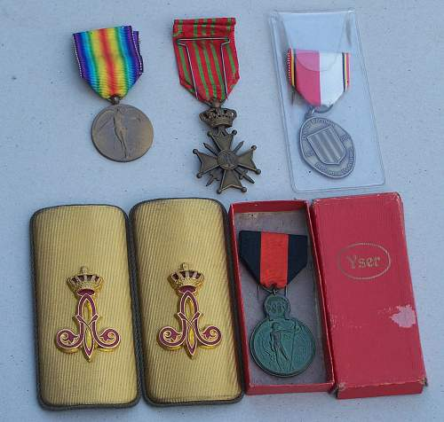 Belgian medals and Albert I shoulder pieces