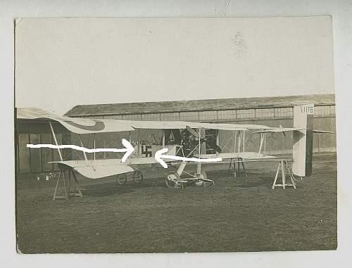 French Airplane mit Hakenkreuz!