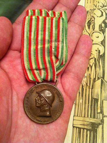 Click image for larger version.  Name:itaian medals 007.jpg Views:121 Size:250.7 KB ID:335840